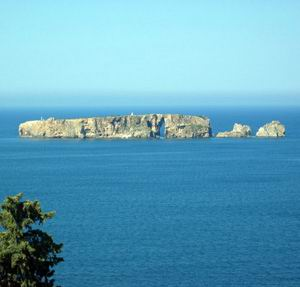 Le rocher perce pres de Pylos